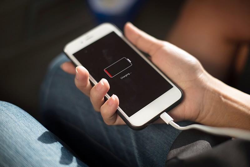 Зарядка телефона фото