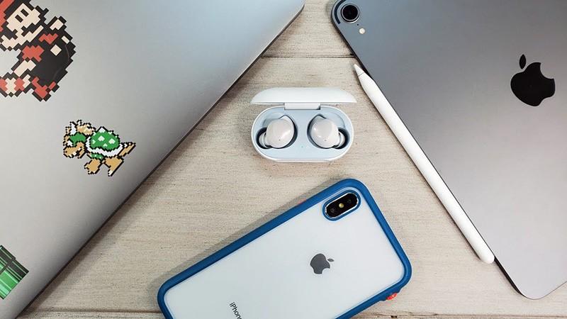 Наушники Buds и iPhone
