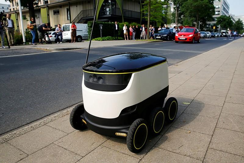 Робот-курьер фото