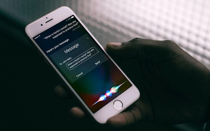 Голосовой помощники Siri
