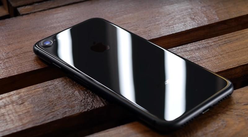 Задняя сторона iPhone 8 фото