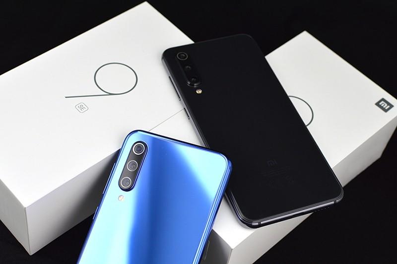 Mi 9 SE черный и синий
