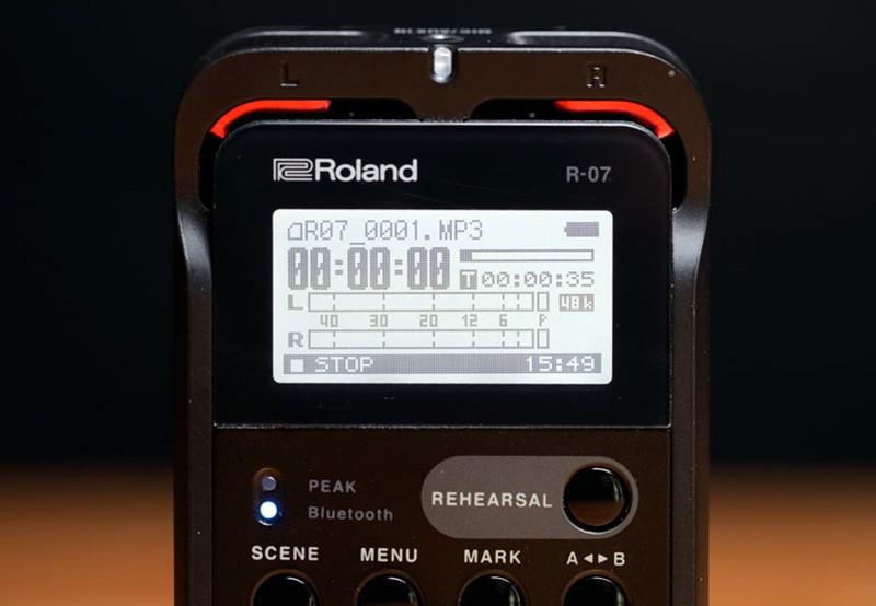 Roland R-07 диспей