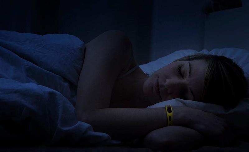спит с Honor Band 5