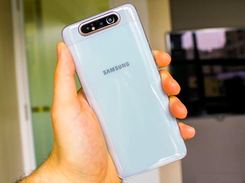 Сзади Galaxy A80