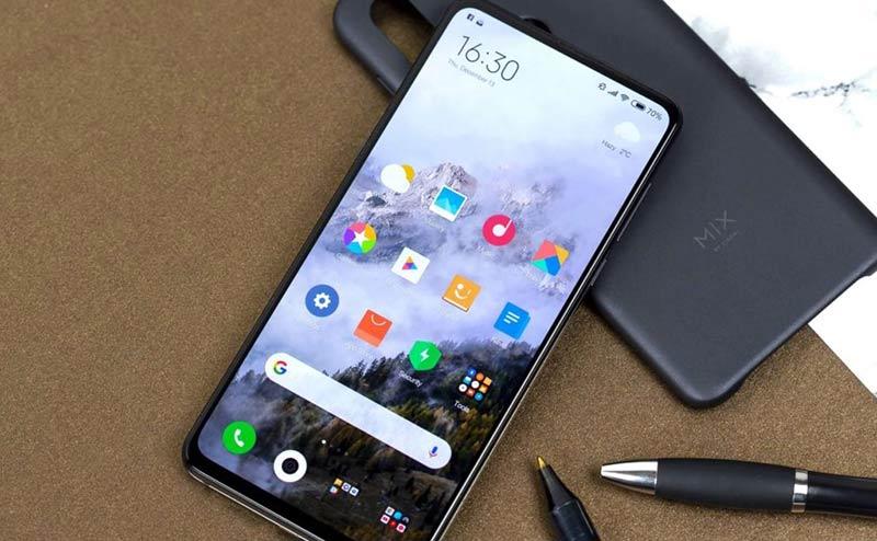 Xiaomi Mi Max 4 на столе