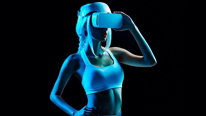 MI VR 2 на девушке