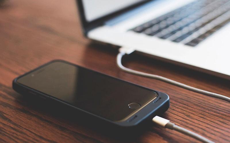 iPhone подключен к ноутбуку