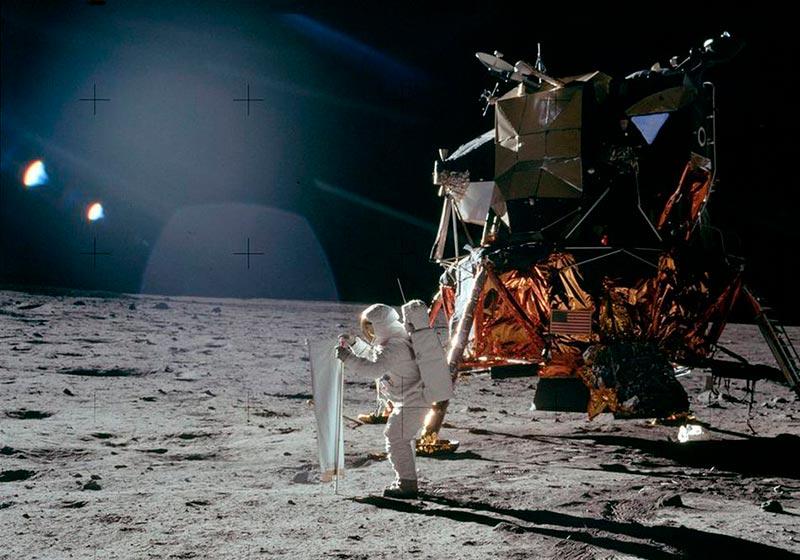 Астранавты на луне фото