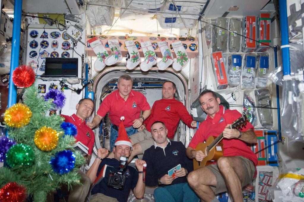 Космонавты встречают Новый год фото