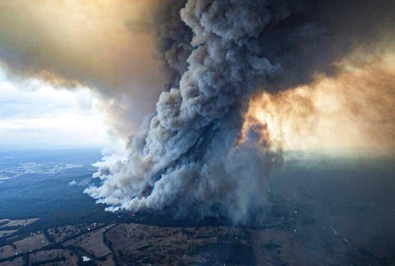 Дым горящей Австралии фото