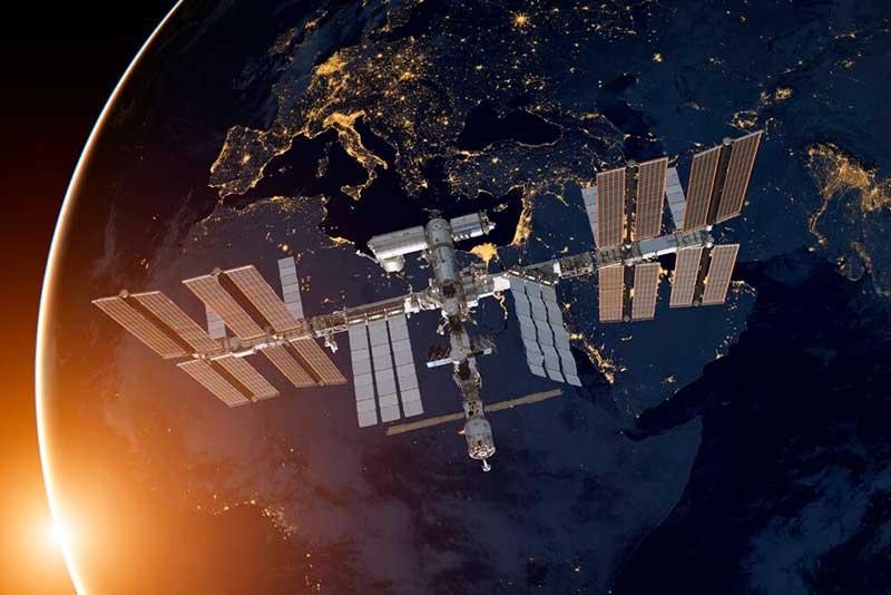 Космическая станция в космосе фото