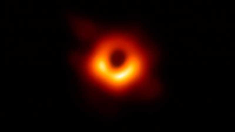 Черная дыра в космосе: реальное фото