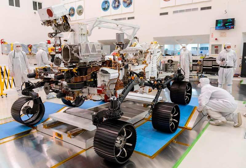 Сборка марсохода «Марс-2020» фото