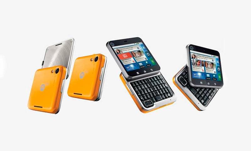 Motorola FlipOut фото