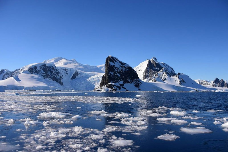 Растаявший лед в Антарктиде фото