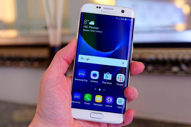 Samsung в руке фото