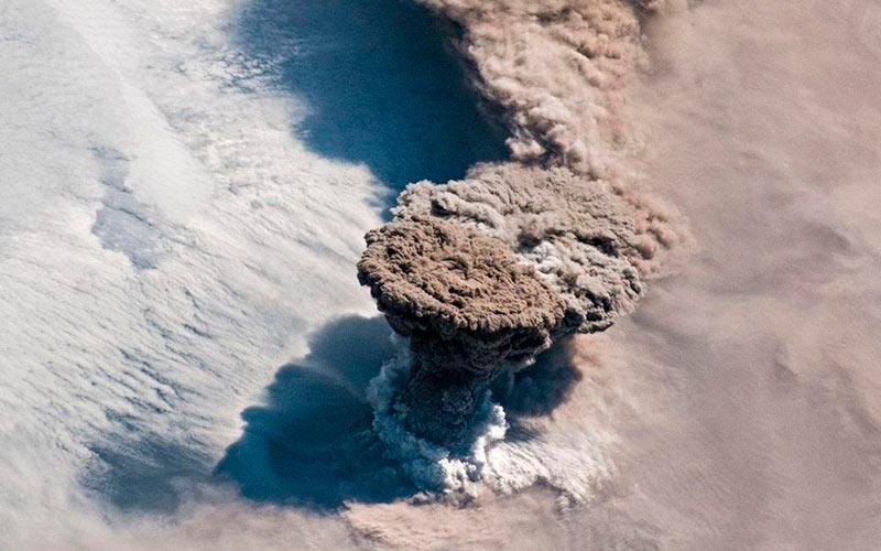 Извержение вулкана Райкоке фото