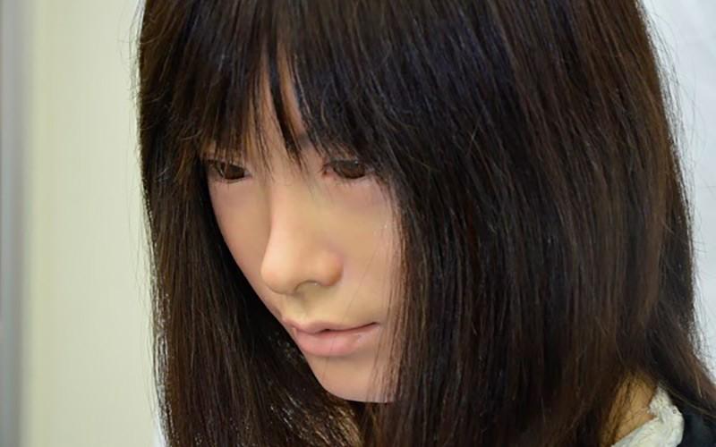 Лицо куклы-робота фото